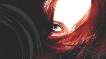 cartão de visita Cabelereiros criativo: mulher cabelo-liso ruiva e preto com vermelho