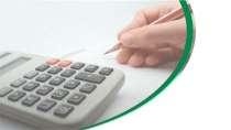cartão de visita Contabilidade cálculo: calculadora mão lápis e branco com verde