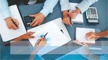 cartão de visita Contabilidade criativo: reunião mão calculadora papel mesa e azul