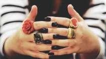 cartão de visita Manicure criativo: anel e preto